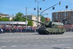 MOSCOU, MAIO, 9, 2018: Parada do feriado da grande vitória do CV de Koalitciya dos veículos militares do russo Tanques em ruas e  Fotografia de Stock Royalty Free