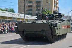 MOSCOU, MAIO, 9, 2018: Parada do feriado da grande vitória de BMP Kurganetc-25 dos veículos militares do russo Tanques em ruas e  Imagem de Stock