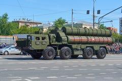 MOSCOU, MAIO, 9, 2018: Parada do feriado da grande vitória do veículo militar do russo: anti sistema de mísseis S-400 Triumph da  Fotografia de Stock