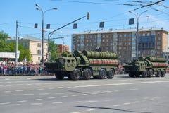 MOSCOU, MAIO, 9, 2018: Parada do feriado da grande vitória do veículo militar do russo: anti sistema de mísseis S-400 Triumph da  Fotos de Stock Royalty Free