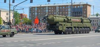 MOSCOU, MAIO, 9, 2018: Parada do feriado da grande vitória do veículo militar do russo: sistema de mísseis RS-24 Yars da arma ant Fotos de Stock Royalty Free