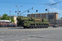 MOSCOU, MAIO, 9, 2018: Parada do feriado da grande vitória do veículo militar do russo: sistema de mísseis RS-24 Yars da arma ant Foto de Stock