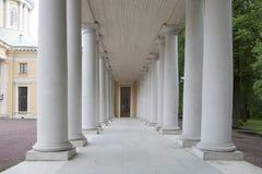 Moscou, manoir Arkhangelskoe Colonnade du palais, sous forme de longue galerie avec des voûtes Photo libre de droits