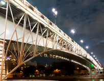 Moscou na noite, ponte de Patriarshiy Foto de Stock