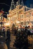 Moscou, Rússia - 1º de dezembro de 2016: decorado pelo quadrado vermelho de ano novo em Moscou, GOMA Fotos de Stock Royalty Free