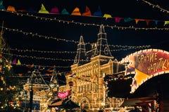 Moscou, Rússia - 1º de dezembro de 2016: decorado pelo quadrado vermelho de ano novo em Moscou, em GOMA e no Natal Fotografia de Stock