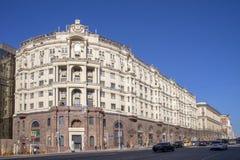 MOSCOU, RÚSSIA - 12 de abril de 2018 A casa da construção em Tverskaya foto de stock