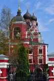 Moscou, Rússia - 30 de abril 2018 Templo do ícone de Tikhvin da mãe do deus Foto de Stock