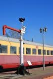 Moscou, Rússia - 1º de abril 2017 Trem bonde e boca de incêndio soviéticos para abastecer locomotivas com água no museu da histór imagem de stock