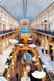 MOSCOU, RÚSSIA - 3 DE DEZEMBRO DE 2017: ` S do ano novo e decoração do Natal da GOMA em Moscou, Rússia Fotos de Stock