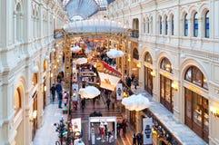 MOSCOU, RÚSSIA - 3 DE DEZEMBRO DE 2017: ` S do ano novo e decoração do Natal da GOMA em Moscou, Rússia Imagens de Stock