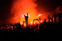 MOSCOU, RÚSSIA - 25 DE FEVEREIRO DE 2017: Execução alternativa do ENTALHE da faixa do rapcore do NU-metal do russo viva no clube  Fotografia de Stock