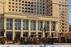 Moscou, Rússia - 14 de fevereiro de 2018: Entrada principal ao hotel de quatro estações em Moscou central Vista do quadrado de Ma imagem de stock royalty free