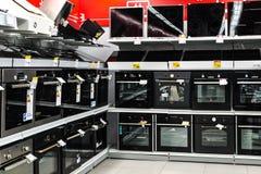 Moscou, Rússia - 20 de fevereiro de 2018 Os fornos e os hobs bondes na eletrônica armazenam o eldorado imagem de stock royalty free