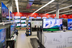 Moscou, Rússia - 2 de fevereiro 2016 A tevê no eldorado é grandes lojas de cadeia que vendem a eletrônica Fotografia de Stock
