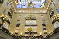 MOSCOU, RÚSSIA - 10 de janeiro 2016 O interior do salão central no mundo das crianças centrais da loja Imagens de Stock