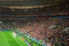 MOSCOU, RÚSSIA - 11 de julho de 2018: Fan de futebol que comemoram durante a FIFA 2018 campeonatos do mundo semi no fósforo de fu Imagens de Stock Royalty Free