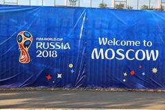 MOSCOU, RÚSSIA - 26 de junho de 2018: Anúncio que comemora durante o campeonato do mundo no estádio de Luzhniki foto de stock royalty free