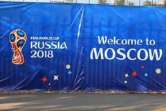 MOSCOU, RÚSSIA - 26 de junho de 2018: Anúncio que comemora durante o campeonato do mundo no estádio de Luzhniki fotos de stock