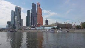 Moscou, Rússia - 29 de junho de 2017: Cidade internacional do centro de negócios dos arranha-céus - cidade de Moscou filme