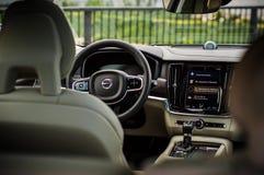 MOSCOU, RÚSSIA - 3 de maio de 2017 CORTA-MATO de VOLVO V90, vista interior Teste do corta-mato novo de Volvo V90 Este carro é SUV Fotos de Stock