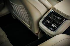 MOSCOU, RÚSSIA - 3 de maio de 2017 CORTA-MATO de VOLVO V90, vista interior Teste do corta-mato novo de Volvo V90 Este carro é SUV Foto de Stock