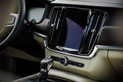 MOSCOU, RÚSSIA - 3 de maio de 2017 CORTA-MATO de VOLVO V90, vista interior Teste do corta-mato novo de Volvo V90 Este carro é SUV Imagem de Stock