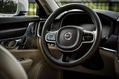 MOSCOU, RÚSSIA - 3 de maio de 2017 CORTA-MATO de VOLVO V90, vista interior Teste do corta-mato novo de Volvo V90 Este carro é SUV Foto de Stock Royalty Free