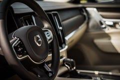MOSCOU, RÚSSIA - 3 de maio de 2017 CORTA-MATO de VOLVO V90, vista interior Teste do corta-mato novo de Volvo V90 Este carro é SUV Imagem de Stock Royalty Free
