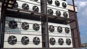 Moscou, Rússia - 30 de maio de 2019: Girando o sistema de condicionamento de ar industrial das lâminas do condicionador de ar edi vídeos de arquivo