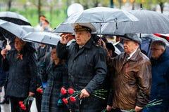 MOSCOU, RÚSSIA - 8 DE MAIO DE 2017: Moscou major SERGEY SOBYANIN e os deputados da DUMA da CIDADE de MOSCOU colocaram uma grinald Foto de Stock