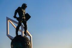 MOSCOU, RÚSSIA - 23 de maio de 2018: monumento da mascote do gladiador de 25 medidores perto da entrada do estádio de Spartak que Fotografia de Stock