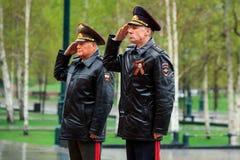 MOSCOU, RÚSSIA - 8 DE MAIO DE 2017: O MINISTÉRIO dos ASSUNTOS INTERNOS da delegação da FEDERAÇÃO RUSSA colocou uma grinalda no tú Imagens de Stock
