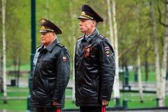 MOSCOU, RÚSSIA - 8 DE MAIO DE 2017: O MINISTÉRIO dos ASSUNTOS INTERNOS da delegação da FEDERAÇÃO RUSSA colocou uma grinalda no tú Fotos de Stock