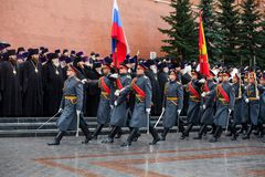 MOSCOU, RÚSSIA - 8 DE MAIO DE 2017: Patriarca de Moscou e de todo o ` KIRILL de Rus e os CLEROS MAIS ALTOS da igreja ortodoxa do  Foto de Stock Royalty Free