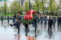 MOSCOU, RÚSSIA - 8 DE MAIO DE 2017: Regulador da região ANDREY VOROBIEV e deputados de Moscou do GOVERNO da REGIÃO l de MOSCOU Foto de Stock Royalty Free