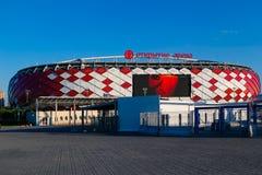 MOSCOU, RÚSSIA - 23 de maio de 2018: Torniquetes e cerca na entrada ao estádio de Spartak que hospeda os fósforos do mundo 2018 d Fotografia de Stock