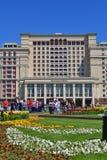 Moscou, Rússia - 12 de maio 2018 Vista do quadrado de Manege ao hotel quatro estações Fotografia de Stock Royalty Free