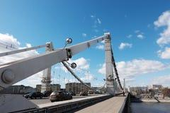 Moscou, Rússia - 23 de março de 2017: Vista da ponte crimeana de Krymsky em Moscou imagens de stock
