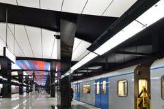 Moscou, Rússia - 17 de março 2018 o trem está chegando à estação de metro CSKA Fotos de Stock