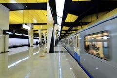 Moscou, Rússia - 17 de março 2018 Trem na estação de metro nova Shelepiha Imagem de Stock Royalty Free