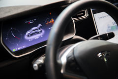 MOSCOU, RÚSSIA - 23 DE NOVEMBRO DE 2016: Interior da cabine o Tesla Fotografia de Stock
