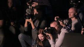 Moscou, Rússia - 15 de outubro de 2016: Fotógrafo, seminário dos videographers Grupo de fotógrafo e de videographers vídeos de arquivo