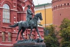 MOSCOU, RÚSSIA - 6 DE OUTUBRO DE 2016: Monumento ao marechal soviético Georgy Zhukov imagens de stock