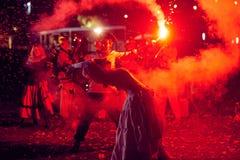 Moscou, Rússia - 20 de outubro de 2018: Mostra do fogo através das ruas de Moscou foto de stock royalty free