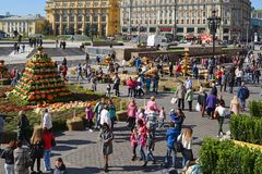 Moscou, Rússia - 23 de setembro 2017 outono dourado - festival gastronômico no quadrado de Manezhnaya Foto de Stock
