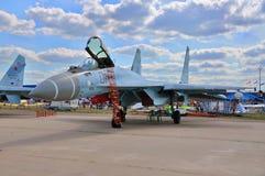 MOSCOU, RÚSSIA - EM AGOSTO DE 2015: torta de fruta multirole dos aviões de lutador Su-35 Fotos de Stock Royalty Free