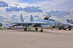 MOSCOU, RÚSSIA - EM AGOSTO DE 2015: torta de fruta multirole dos aviões de lutador Su-35 Imagens de Stock Royalty Free