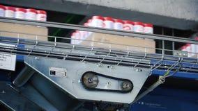 Moscou, Rússia - em maio de 2017: Detergente equipamento moderno na linha de produção automatizada grampo Linha de produção para video estoque