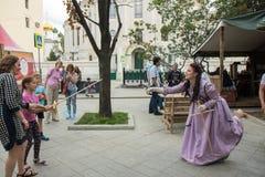 Moscou, Rússia, 08-18-2018 Festival histórico das épocas e das épocas imagens de stock royalty free